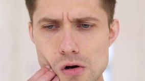 Mal di denti, uomo nel dolore Fotografie Stock