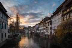 Mal e casas do rio no distrito do La Petite France em Stra fotos de stock royalty free