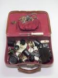 Mala de viagem do vintage completamente das peças elétricas antigas incomuns Fotografia de Stock Royalty Free