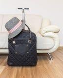 Mala de viagem e chapéu Fotografia de Stock Royalty Free