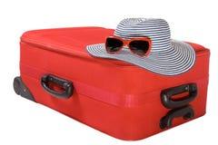 Mala de viagem e chapéu isolados no branco Fotos de Stock Royalty Free