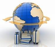 Mala de viagem na frente do globo e da seta da terra Foto de Stock Royalty Free