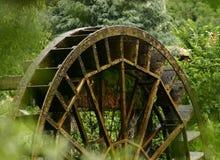 mala det gammala vattenhjulet Royaltyfri Fotografi