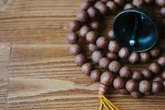 Mala japa Rudraksha Rosary που γίνεται από τους σπόρους rudraksha στοκ εικόνα