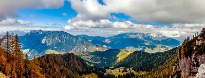 Mala Raduha y colinas herbosas de alrededor Imagen de archivo