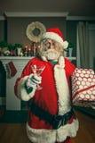 Mala Santa Getting Wasted On Christmas imágenes de archivo libres de regalías