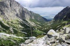 Mala studena dolina wycieczkuje ślad w Wysokim Tatras, lato turystyczny sezon, dzika natura, turystyczny ślad zdjęcia stock