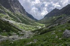 Mala studena dolina wycieczkuje ślad w Wysokim Tatras, lato turystyczny sezon, dzika natura, turystyczny ślad zdjęcie stock
