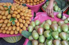 Malabaräpfel und Mangos Stockbilder