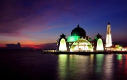 Malacca μουσουλμανικό τέμενος στενών (Masjid Selat Melaka) στοκ εικόνες με δικαίωμα ελεύθερης χρήσης