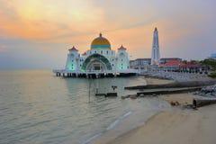 Malacca cieśniny Meczetowe podczas zmierzchu Fotografia Stock