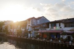 MALACCA, MALAYSIA - FEBRUARY 05, 2018: view on river and cafes with resting tourists royalty free stock images