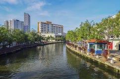 MALACCA, MALEISIË - 7 NOV., 2015 de bootzeilen van de Cruisereis op de Rivier van Malacca in Malacca Stock Afbeeldingen