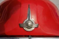 MALACCA MALEZJA, LUTY, - 05, 2018: Zamyka w górę widoku Morris samochodu znaka czerwony logo Ja jest England starym gatunkiem Zdjęcia Stock