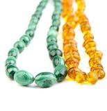 Malachite och bärnsten pryder med pärlor Royaltyfri Bild