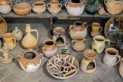 MALAGA, ANDALUCIA/SPAIN - 25 MAI : Vue de quelques pots antiques dedans Photos stock
