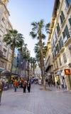 MALAGA, CZERWIEC - 12: Miasto uliczny widok z bufetów tarasami i s obrazy royalty free