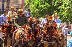 MALAGA, ESPAGNE - AOÛT, 14 : Cavaliers et chariots à Malaga Photos stock