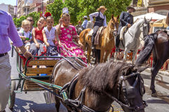 MALAGA, ESPAGNE - AOÛT, 14 : Cavaliers et chariots à Malaga Image stock