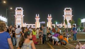 MALAGA, ESPAGNE - AOÛT, 14 : Lumières de nuit et attractions justes à Image stock