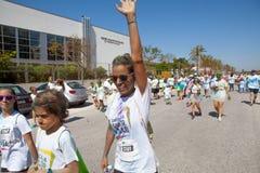 MALAGA, ESPAGNE - 4 JUIN 2017 : Les personnes non identifiées appréciant l'Unicaja colorent la route le 4 juin 2017 à Malaga, Esp Images libres de droits