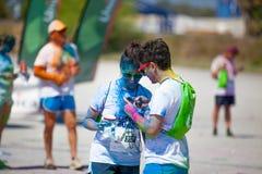 MALAGA, ESPAGNE - 4 JUIN 2017 : Les personnes non identifiées appréciant l'Unicaja colorent la route le 4 juin 2017 à Malaga, Esp Photographie stock