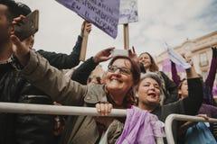 MALAGA, ESPAGNE - 8 MARS 2018 : Les milliers de femmes participent à la grève féministe le jour de femmes au centre de la ville d Image libre de droits