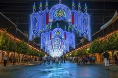 MALAGA, ESPANHA - AGOSTO, 14: Luzes da noite e atrações justas em Fotografia de Stock