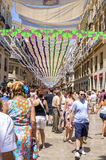 MALAGA, ESPANHA - AGOSTO, 14: Rua de Larios completamente dos povos no Imagens de Stock