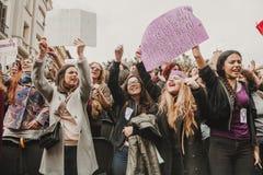 MALAGA, ESPANHA - 8 DE MARÇO DE 2018: Os milhares de mulheres participam na greve feminista no dia das mulheres no centro da cida Foto de Stock