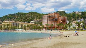 MALAGA, HISZPANIA, CZERWIEC 13, 2018: piękny widok Malaga plaży dowcip fotografia royalty free