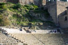 Malaga, Hiszpania, Luty 2019 Romański teatr na tle Alcazaba obraz stock