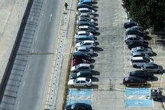 Malaga, Spagna, febbraio 2019 Vista superiore del parcheggio, automobili, strade immagini stock