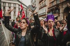 MALAGA, SPAGNA - 8 MARZO 2018: Migliaia di donne partecipano al colpo femminista il giorno delle donne nel centro urbano di Malag Immagini Stock