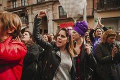 MALAGA, SPAGNA - 8 MARZO 2018: Migliaia di donne partecipano al colpo femminista il giorno delle donne nel centro urbano di Malag Fotografia Stock Libera da Diritti
