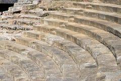 malaga spain Romersk teater på väggarna av Alcazabaen Massiva stenmoment av teatern fördärva arkivfoto