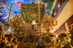 MALAGA SPANIEN - APRIL 16: Procession som väntar för att gå ut i cien Royaltyfri Bild