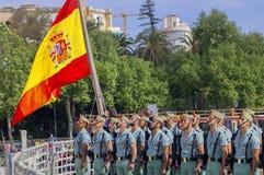 MALAGA SPANIEN - APRIL 09: Spansk Legionarios marsch på ett militar Arkivfoton