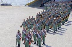 MALAGA SPANIEN - APRIL 09: Spansk Legionarios marsch på ett militar Arkivbild