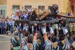 MALAGA SPANIEN - APRIL 09: Spansk Legionarios marsch på ett militar Arkivfoto