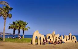 MALAGA SPANIEN - APRIL 20: Välkomnanden för tecken för Malagueta strandingång Royaltyfria Bilder