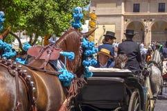 MALAGA SPANIEN - AUGUSTI, 14: Skickliga ryttare och vagnar på Malagaen Royaltyfri Fotografi