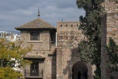 Malaga Spanien, Februari 2019 F?stningen av Alcazaba ?r en arabisk bef?stning p? monteringen Gibralfaro i den spanska staden av M royaltyfria foton