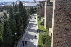 Malaga Spanien, Februari 2019 F?stningen av Alcazaba ?r en arabisk bef?stning p? monteringen Gibralfaro i spanska Malaga kraftigt royaltyfri foto