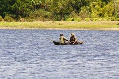Malagasy ψαράδες σε ένα παραδοσιακό αλιευτικό σκάφος - Μαδαγασκάρη Στοκ φωτογραφίες με δικαίωμα ελεύθερης χρήσης