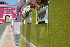 Malajczyk ćwiartka, bo, Kapsztad, Południowa Afryka Dziejowy teren jaskrawy malujący domy w centrum miasta zdjęcia stock