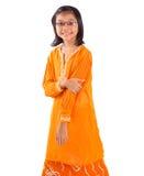 Malajiska flicka i traditionell klänning I Arkivbilder