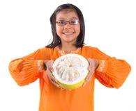 Malajiska flicka- och Pomelofrukt VI Arkivfoton