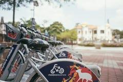 MALAKKA, MALAYSIA - 3. FEBRUAR 2018: Ansicht in rentbikes in Malakka-Park lizenzfreie stockbilder