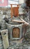 Malande kvarnstenar för forntida kornhand Arkivfoton